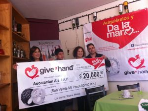 DONATIVO GIVE A HAND